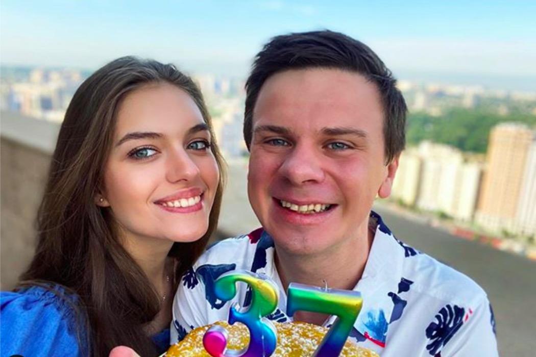 Найкращий подарунок — авіаквиток: дружина привітала Дмитра Комарова з 37-річчям