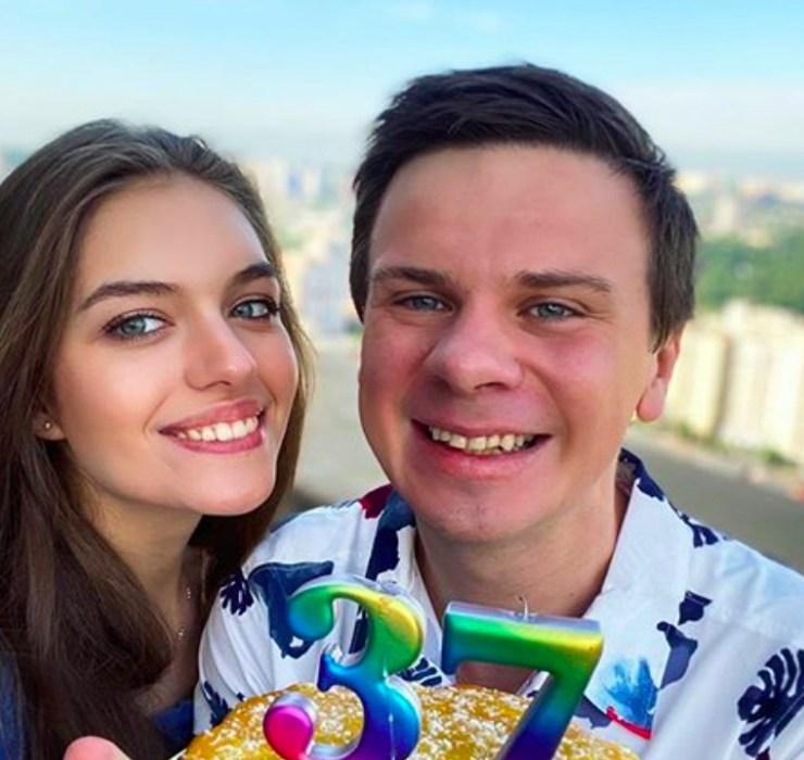 Лучший подарок — авиабилет: жена поздравила Дмитрия Комарова с 37-летием