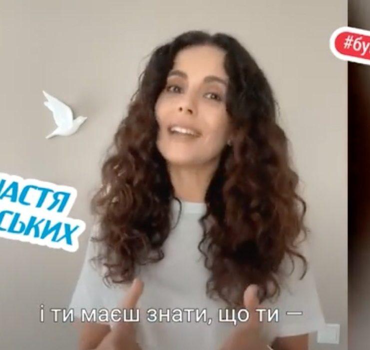 #БувайШкола: Monatik, Катя Сільченко та інші зірки привітали випускників