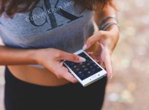 search_smartphone_girl