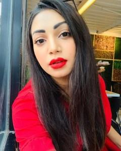 Actress prova red lipstick