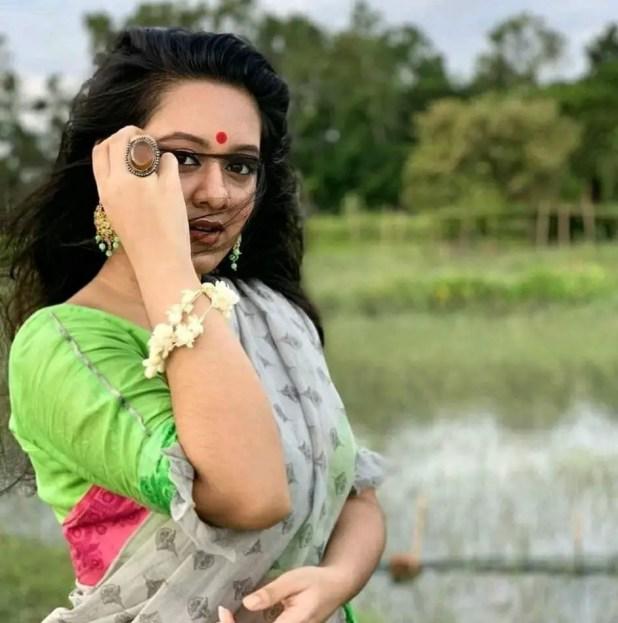 DIghi in saree pic