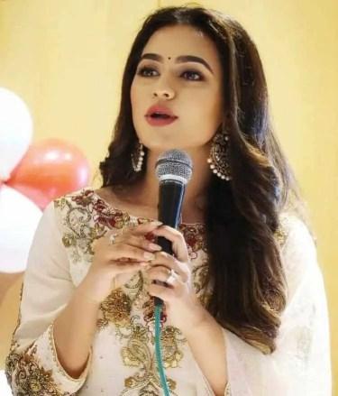 Nuarat Faria Singer Photo