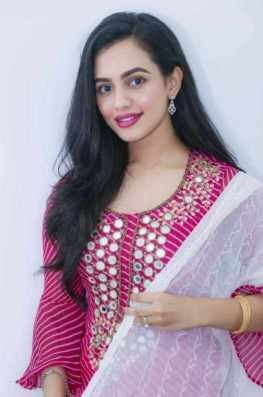 Nuarat Faria with Pink color dress Image