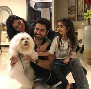 Jeet with his family & Dog