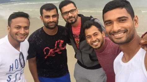 Mushfiqur Rahim with his co-players