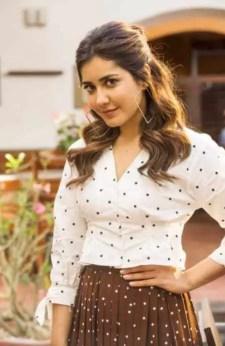 Trisha Krishnan HD Wallpaper