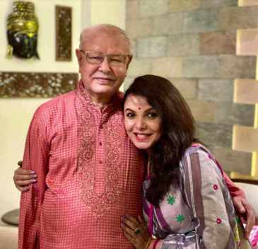 Meher Afroz Shaon wtih her father