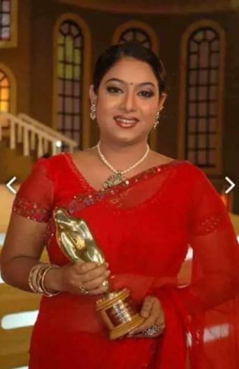 Shabnur with Award Photo