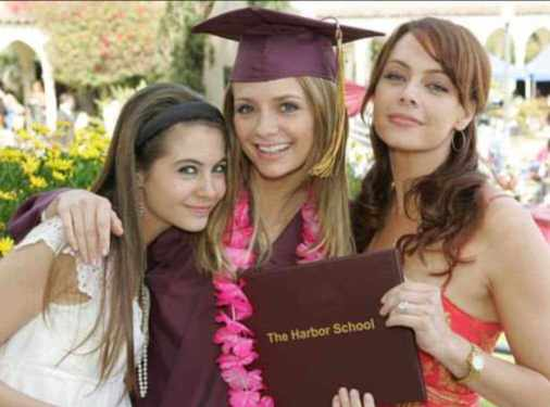 Willa Holland with her sisters