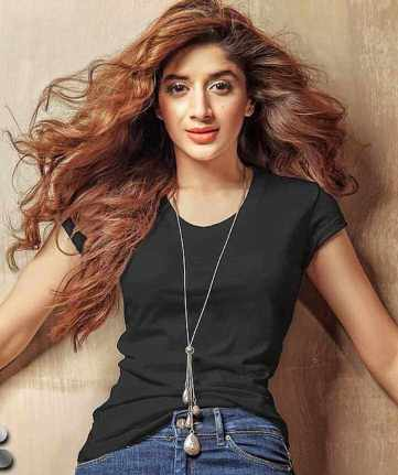 Mawra Hocane with Black T-Shirt Picture