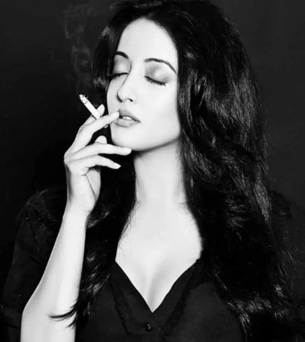 Raima Sen smoke Photo