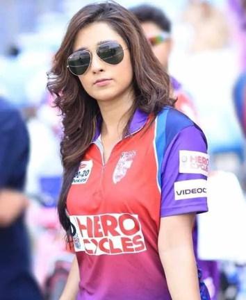 Sayantika Banarjee T-Shirt Picture