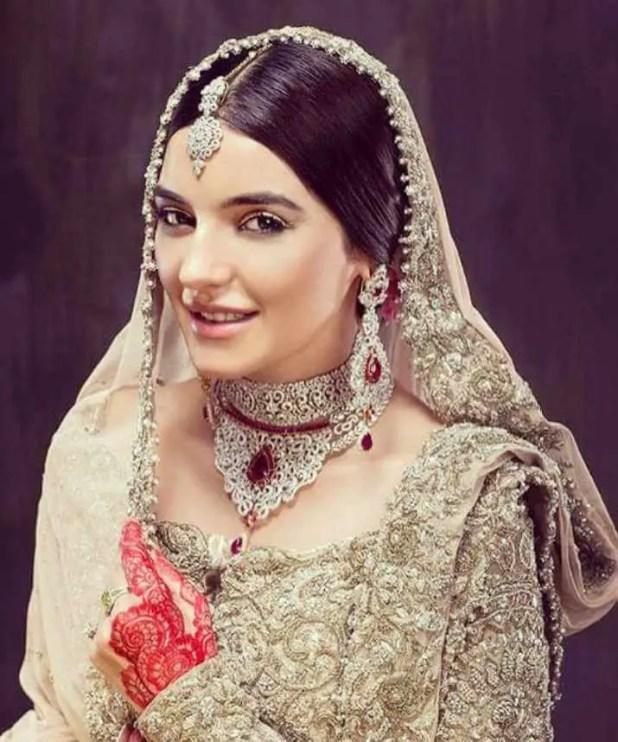 Sadia Khan Saree Picture