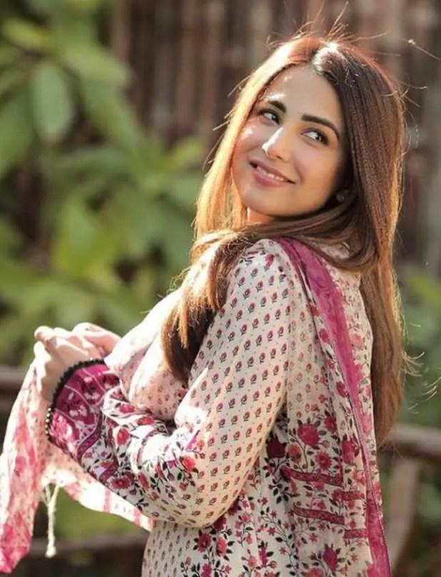 Ushna Shah HD Photo