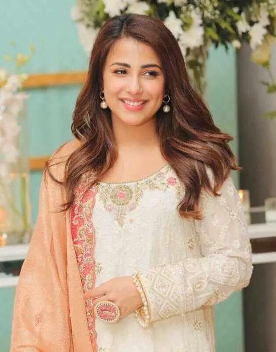 Ushna Shah HD Picture