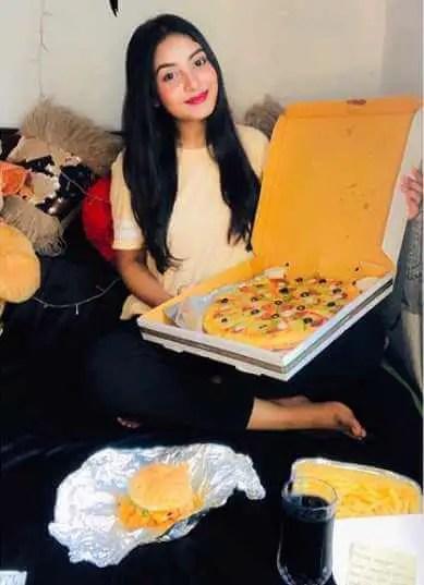 Nusrat Jahan Ontora with Pizza photo