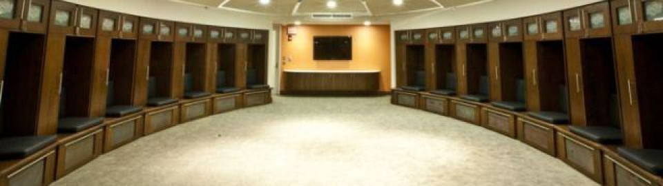 cropped-sportsmen-locker-room-in-oklahoma-university-13.jpg