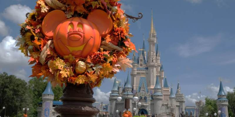 video halloween 2017 decorations merchandise arrive at magic kingdom walt disney world