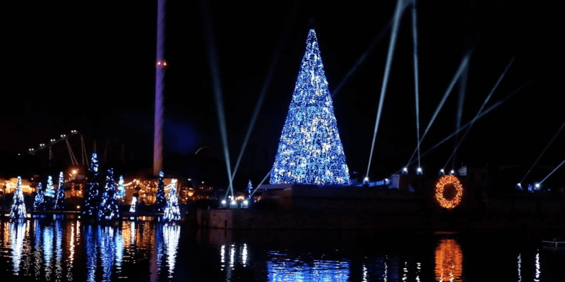 seaworld orlando celebrates christmas 2017 by transforming into a winter wonderland