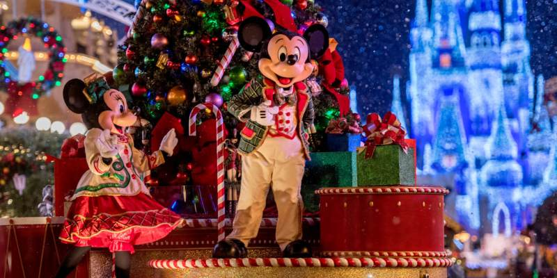 ring in the 2018 holiday season with new entertainment and merchandise offerings this fall at walt disney world - When Does Disneyland Decorate For Christmas 2018