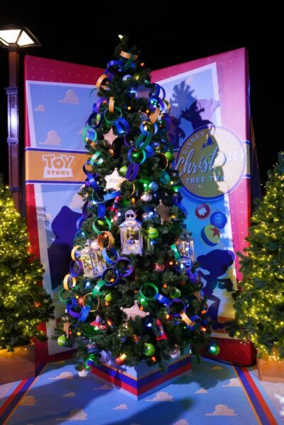 different decorations found on the tree include alien christmas ball ornaments sheriff stars the big one red rockets and paper chains - Christmas Tree Toy Decorations