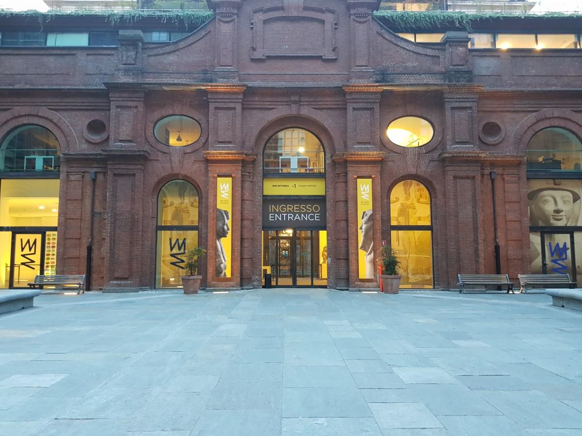 Anticamera dell' ingresso del Museo Egizio di Torino, sera. Museo Egizio (Turin) entrance hall, evening. Foto insidethestaircase