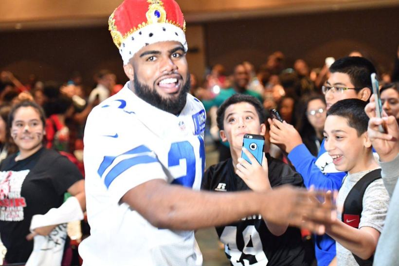 Cowboys Headlines - Ezekiel Elliott Is Probably Better Than Emmitt Smith, and the NFC East Is Noticing