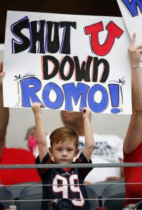 Young Texans fan trolls QB Tony Romo
