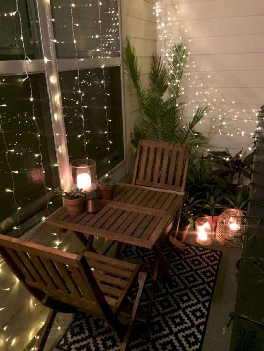 07 Cozy Apartment Balcony Decorating Ideas