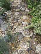04 Beautiful DIY Mosaic Garden Path Decorations For Your Landscape Inspiration