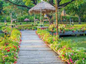 14 Fabulous Garden Path and Walkway for Front and Backyard Ideas