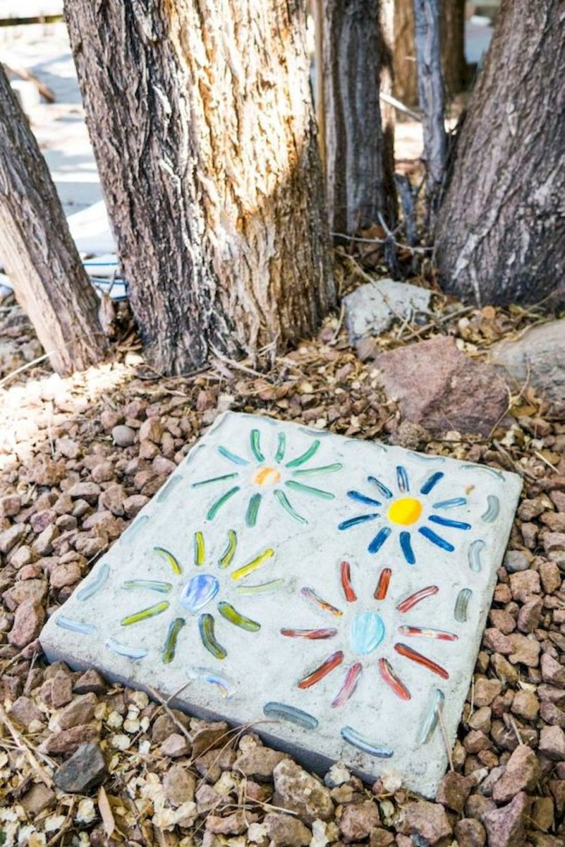 26 Excellent DIY Mosaic Garden Decoration Ideas for Front and Backyard Landscaping