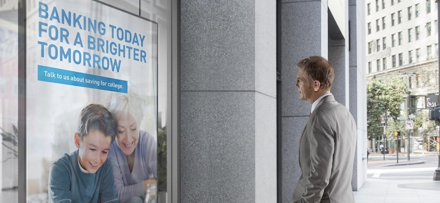 The retail banking industry is winning over customers through digital signage displays.