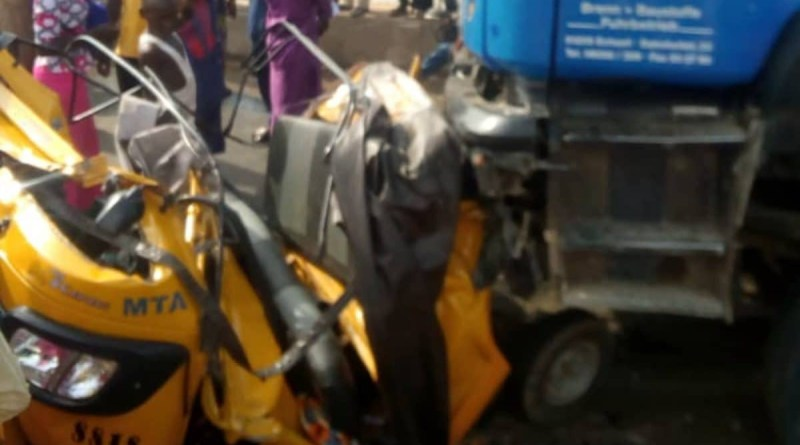 20 people crushed to death by trailer being chased by the police in Yola