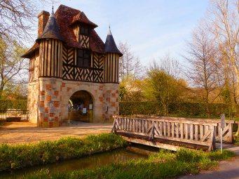 Le Clos de la Risle - Château médiéval de Crèvecoeur en Auge