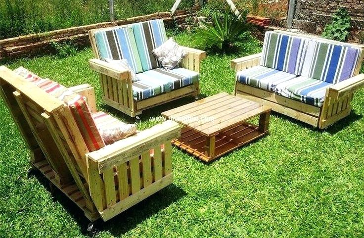 backyard with pallet chair sets