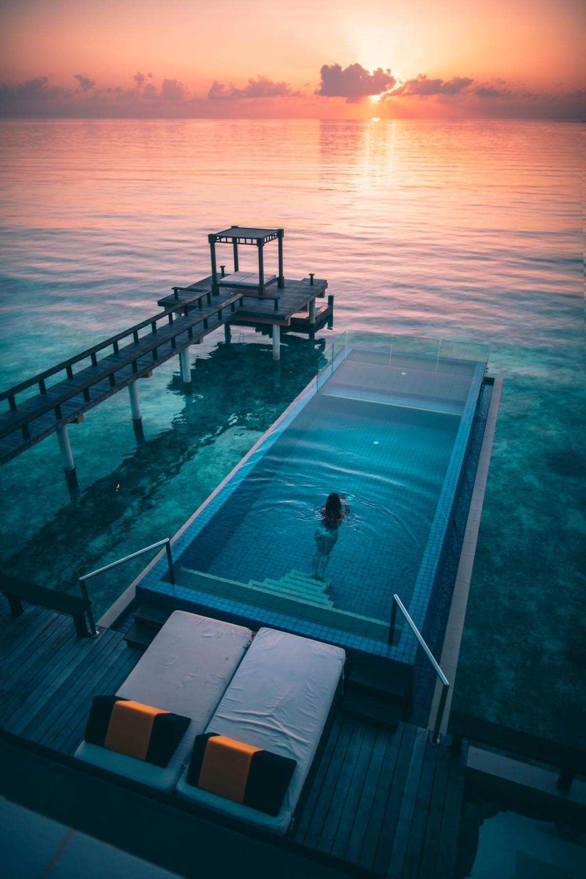 glamour swimming pool design