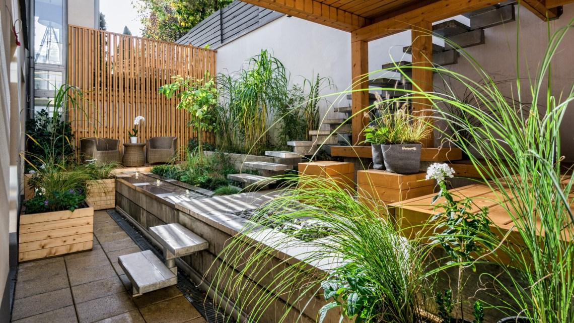desain taman kecil dengan kayu