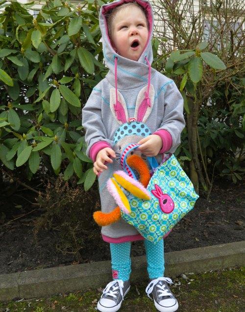 Perfekte selbstgenähtes für Ostern - Osterkörbchen und Sweatshirt mit Hase - farbenmix.de - Applikationsvorlage Hasenmädchen