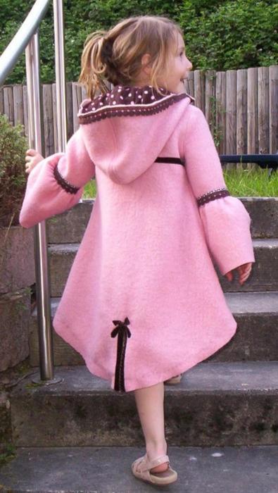 JADE - Kindermantel nähen ob als Regenmantel, Walkmantel. Mit Jade habt ihr ein Ebook für einen Schwalbenschwanzmantel mit besonderen Details.