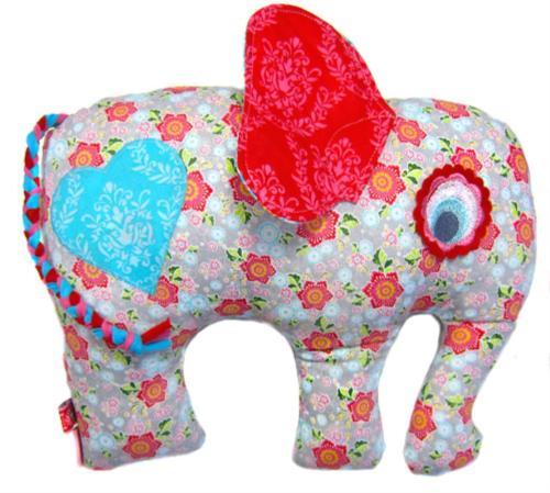 Kuscheltiere nähen - Elefant nähen mit der Gratis Nähanleitung von farbenmix Elefantös