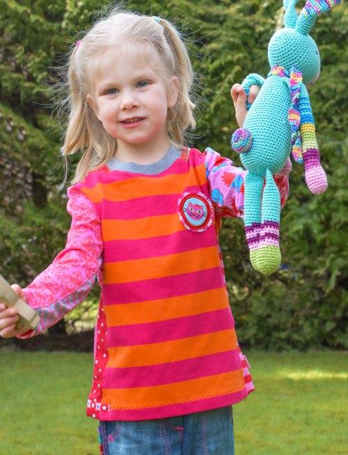sportliches Kindershirt nähen mit dem Schnittmuster HILDE von farbenmix. Jetzt als Papierschnittmuster und Ebook pdf-Schnittmuster zum sofort ausdrucken