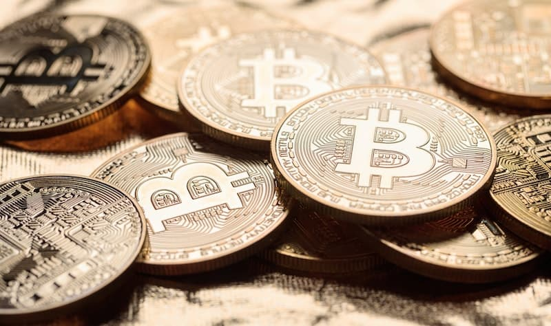 golden-shining-bitcoins-background