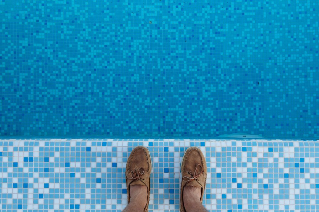 20 pool mosaics ideas and design trends