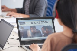 10 REASONS TO PURSUE AN ONLINE MASTERS DEGREE