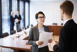 Running a Business and Excelling in School- Expert Tips