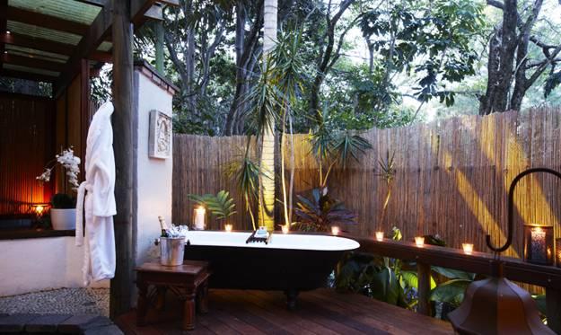 33 Outdoor Bathroom Design And Ideas Inspirationseek Com