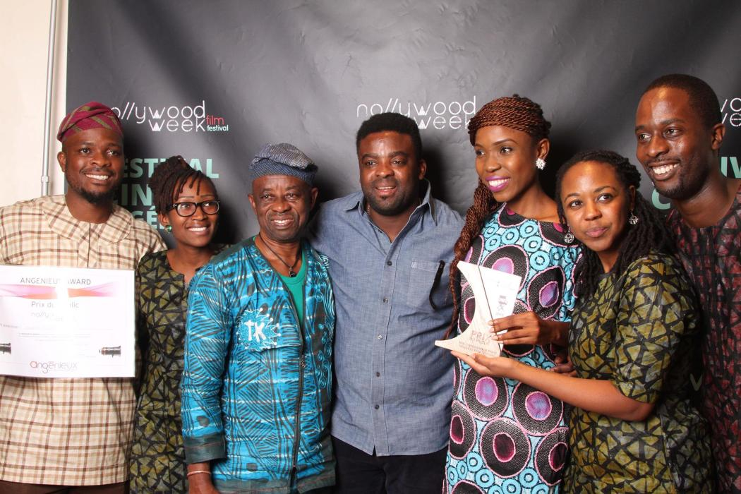 """L'équipe du film """"The Dazzling Media"""", vainqueur du prix du public à la Nollywood Week Paris 2015"""