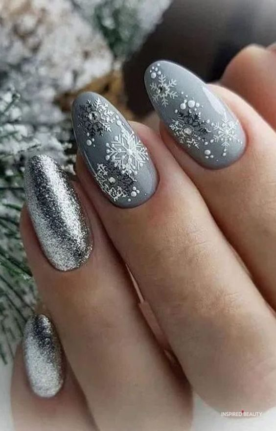 Winter nails grey